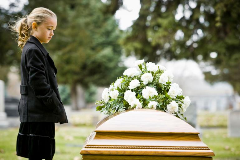 Cómo abordar la muerte de un ser querido con los niños