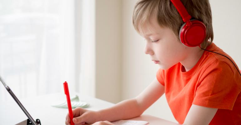 Tips para lograr la concentración de tus hijos en sus clases online